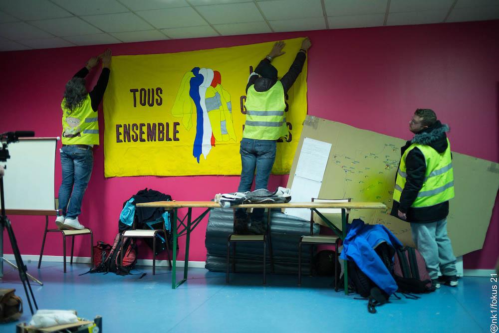 LES LUTTES EN FRANCE vers la restructuration politique (Gilets jaunes) : les débats continués 17 déc.- mars 2019 06p.nk1-fokus21-2019-01-27-nk1-fokus21-l1009851