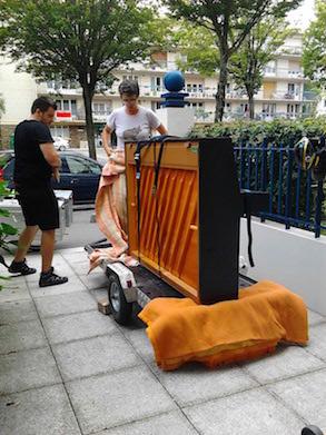 un piano dans un cargo et oui c est un v lo le boom des v los cargos. Black Bedroom Furniture Sets. Home Design Ideas