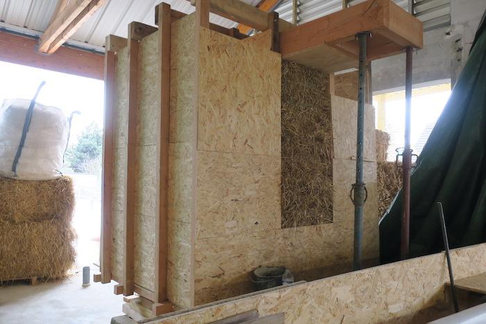 terre contre mur maison - la construction en paille se d veloppe en france les