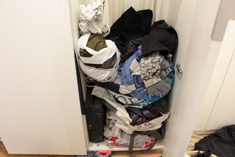 98d75446204 Ci-gisent mes vêtements.