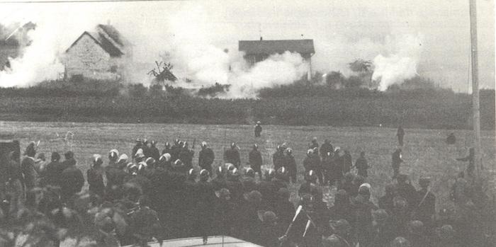 Il y a quarante ans, l'Etat tuait Vital Michalon, jeune antinucléaire ! Par  Lorène Lavocat (Reporterre)                     Malville_31_juillet_1977_11