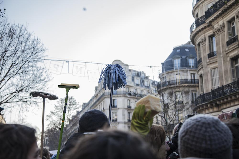 à Paris Les Activistes Du Climat Ont Ciblé La Société Générale