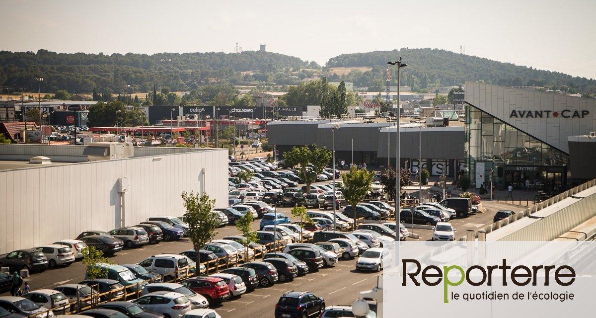 Voiture reine, magasins à perte de vue... Bienvenue à la zone commerciale géante de Plan-de-Campagne