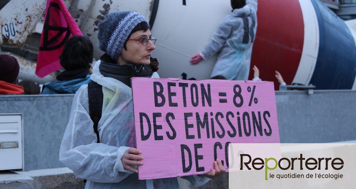 Les militants de XR bloquent un dépôt logistique du secteur du BTP à Paris