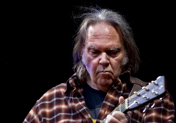 Neil Young s'attaque à Monsanto