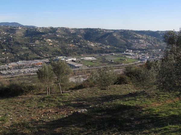 Près de Nice, un immense gaspillage de terres fertiles se prépare | 20 mars 2015 / Mathilde Gracia (Reporterre)