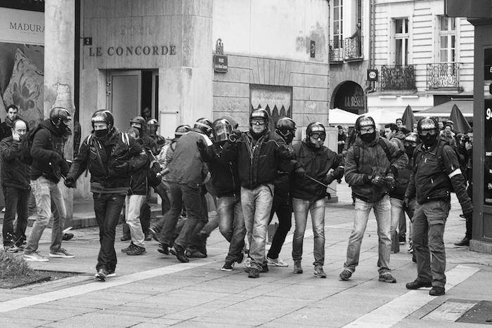 Les violences en manifestation<small class=&quot;fine&quot;>&nbsp;</small>? Cherchez les policiers en civil