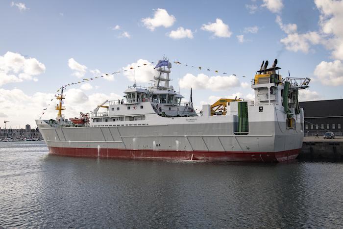 """Le «<small class=""""fine d-inline""""></small>Scombrus<small class=""""fine d-inline""""></small>». Ce bateau peut amasser 200 tonnes de poisson en une nuit quand un bateau de moins de 12 mètres se situe autour de quelques tonnes par an"""