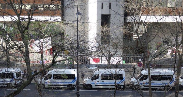 Un occupant a été grièvement blessé lors de l'évacuation très violente de Tolbiac par la police