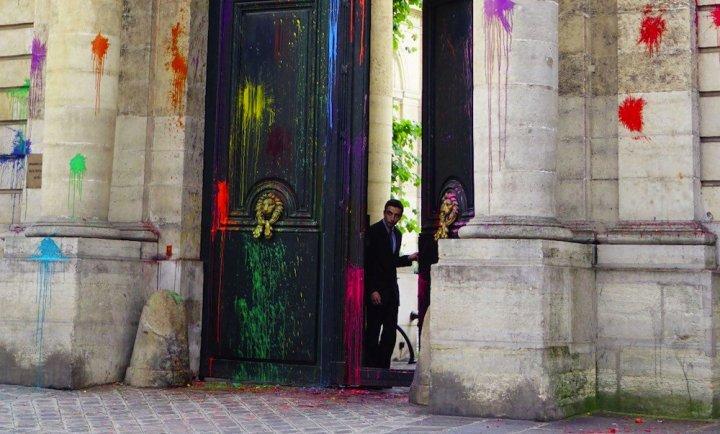 Le ministère du Travail a été coloré par des participants de Nuit Debout