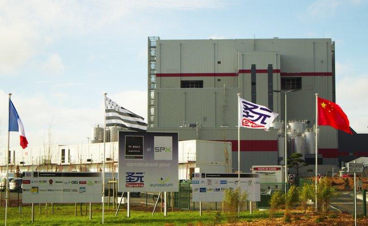 """En Bretagne, «<small class=""""fine""""></small>l'usine à lait<small class=""""fine""""></small>» prépare la fermeture de milliers de petites fermes"""