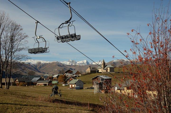 Malgré le réchauffement, les stations de la Maurienne s'accrochent à l'or blanc