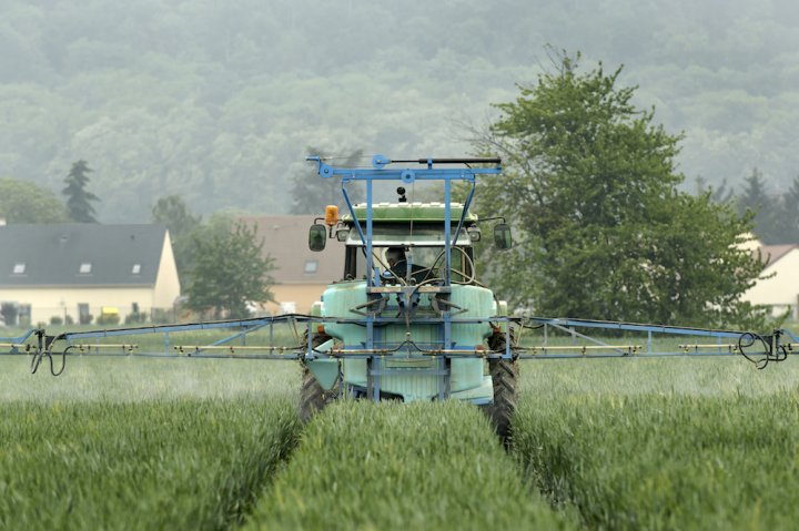 La Commission européenne autorise de nouveau... des pesticides interdits