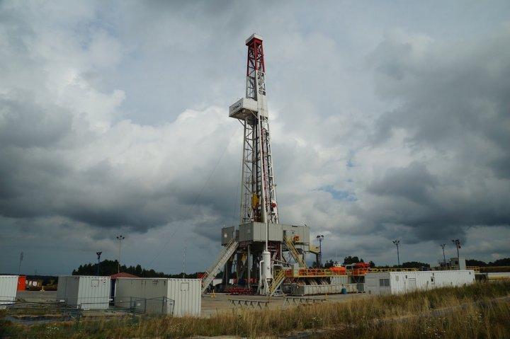 Gaz et pétrole de schiste : Royal et Macron accordent des permis de recherche… à deux mois de la COP 21 !