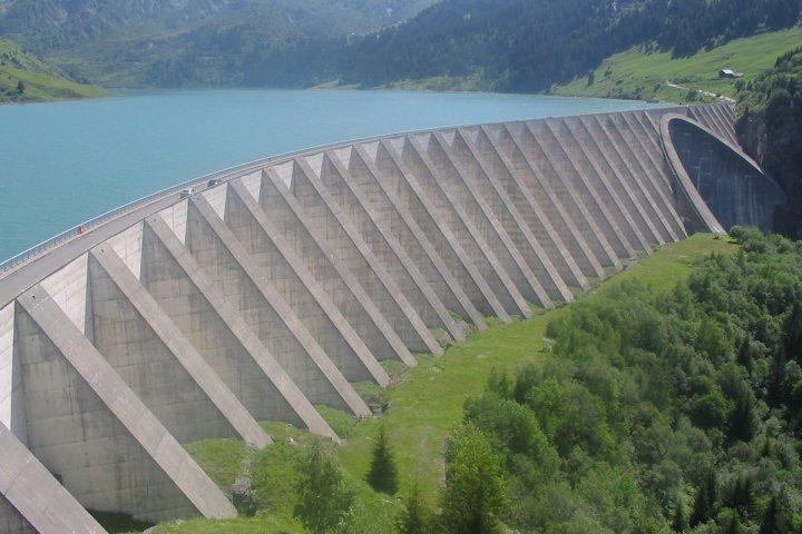 Une mobilisation jaune-vert-rouge s'organise contre la privatisation des barrages