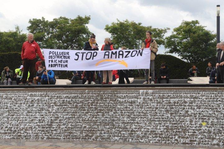Comment Amazon impose la loi du silence à des élus locaux