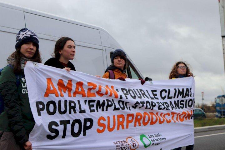 200 personnes manifestent devant l'entrepôt d'Amazon à Montélimar — Drôme