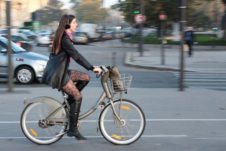 Pendant la grève, le vélo est roi mais les pistes cyclables saturent