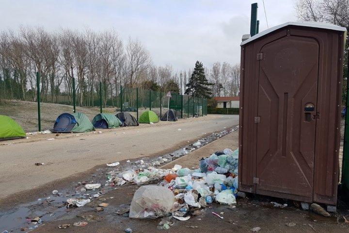 Les migrants de Calais abandonnés face au coronavirus