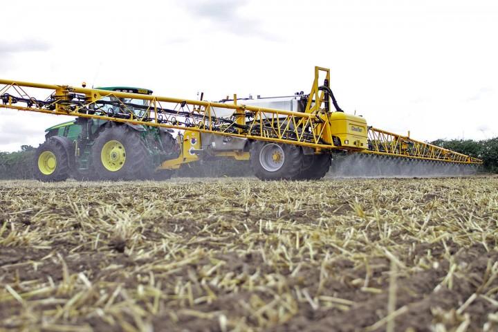 """Pesticides: pourquoi le Conseil d'État défend-il l'agriculture industrielle<small class=""""fine d-inline""""></small>?"""