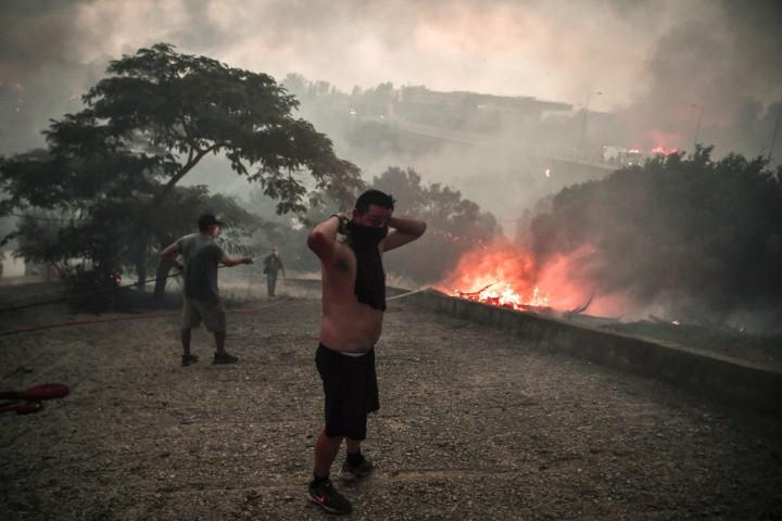 Les incendies en Grèce, révélateurs de la crise sociale que vit le pays