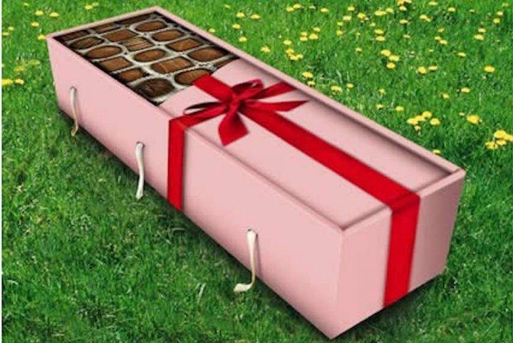 Combattu par le business de la mort, le cercueil en carton peine à s'imposer