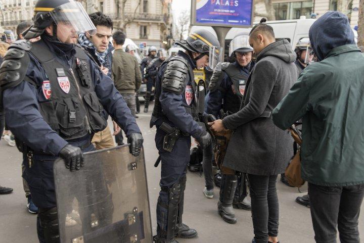 L'état d'urgence sert à restreindre le droit de manifester, constate Amnesty International