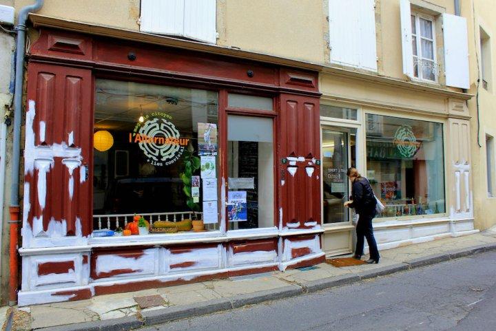 En Auvergne, un magasin autogéré sauve un village de la désertification