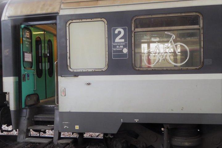 """Le vélo aime prendre le train, mais la <span class=""""caps"""">SNCF</span> ne l'y aide pas"""