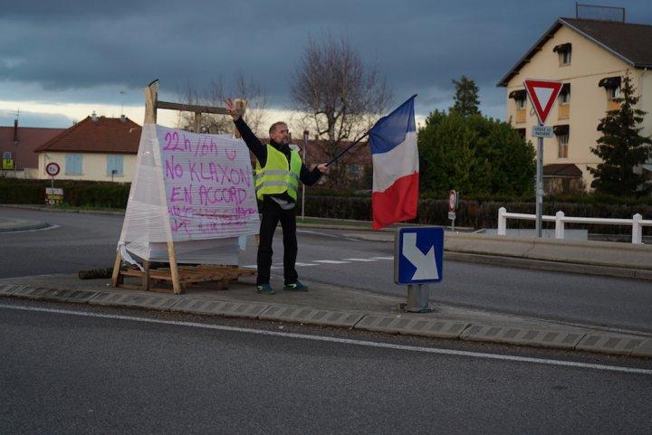 """En Saône-et-Loire, les Gilets jaunes dénoncent Amazon, «<small class=""""fine""""></small>une infamie sur le plan social et environnemental<small class=""""fine""""></small>»"""
