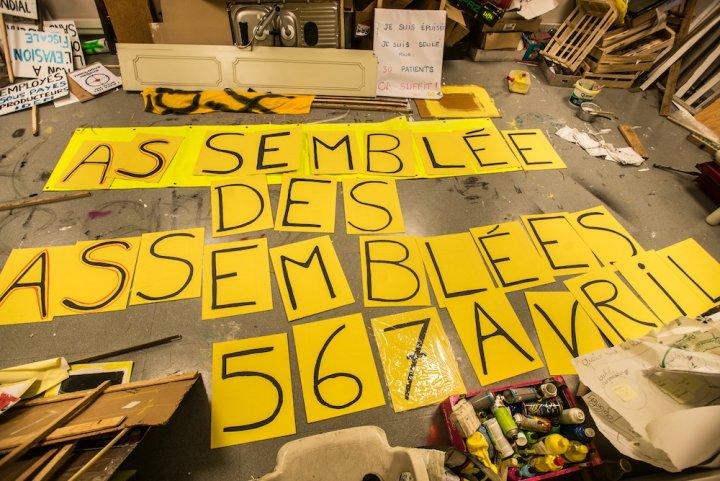 Le peuple des Gilets jaunes occupe sa maison à Saint-Nazaire