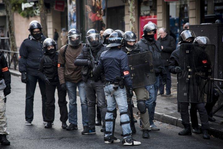 """L'État et les violences policières: «<small class=""""fine""""></small>Une machine de guerre qui n'a ni remords, ni états d'âme, et où tous les coups sont permis<small class=""""fine""""></small>»"""