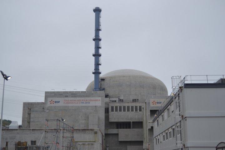 """<span class=""""caps"""">EPR</span> de Flamanville: au bout du chantier, le fiasco""""/></figure>    <p>Un groupe  d'experts et l'Institut de radioprotection et de sûreté nucléaire  réclament la réparation des soudures défectueuses de l'EPR de Flamanville. EDF  espérait qu'une série de tests suffirait. La réparation, opération  longue et compliquée, pourrait entraîner au moins deux ans de retard  supplémentaires.</p>    <p>EDF ne voit plus le bout du chantier de l'EPR de Flamanville (Manche). Jeudi 11avril, l'Institut de radioprotection et de sûreté nucléaire (IRSN) a rendu public <a href="""