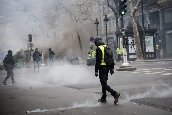 Les gaz lacrymogènes sont dangereux pour la santé. Des manifestants témoignent