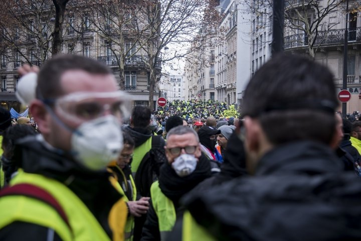 """Les gaz lacrymogènes exposent-ils au cyanure<small class=""""fine""""></small>? Un biologiste l'assure"""