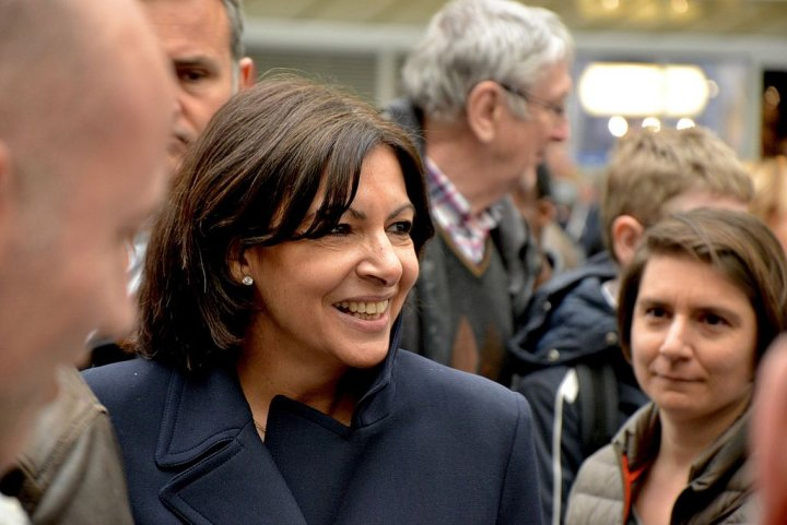 "Anne Hidalgo à Paris, maire de la bétonisation ou écologiste efficace<small class=""fine d-inline""> </small>?"