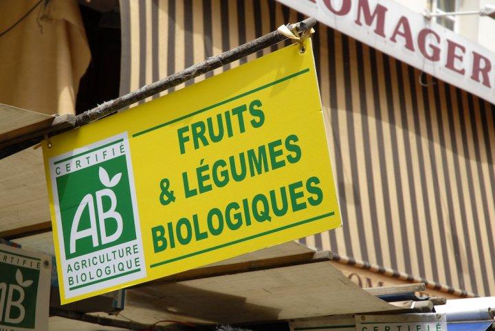 """Dans les chaines bio, les fruits et légumes sont-ils toujours écolo<small class=""""fine""""></small>? Pas si simple"""