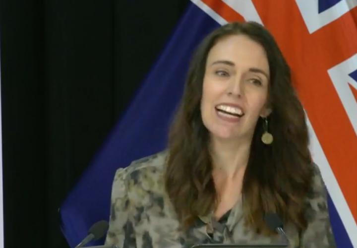 Nouvelle-Zélande: la première ministre stoïque pendant un séisme en direct